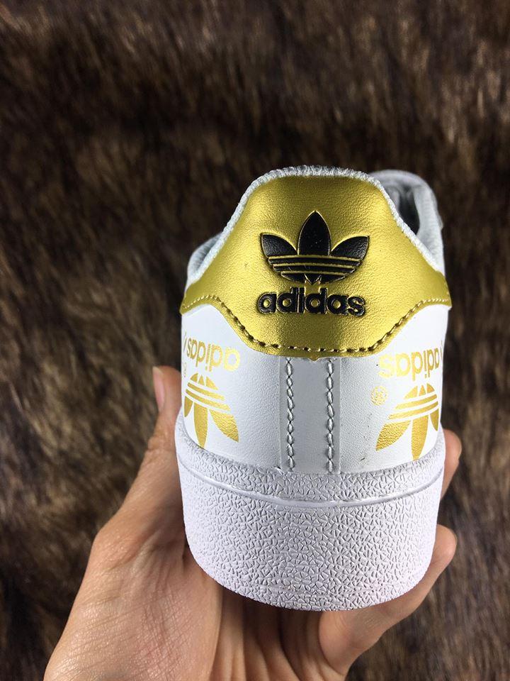 Giày sneaker adidas SuperStar