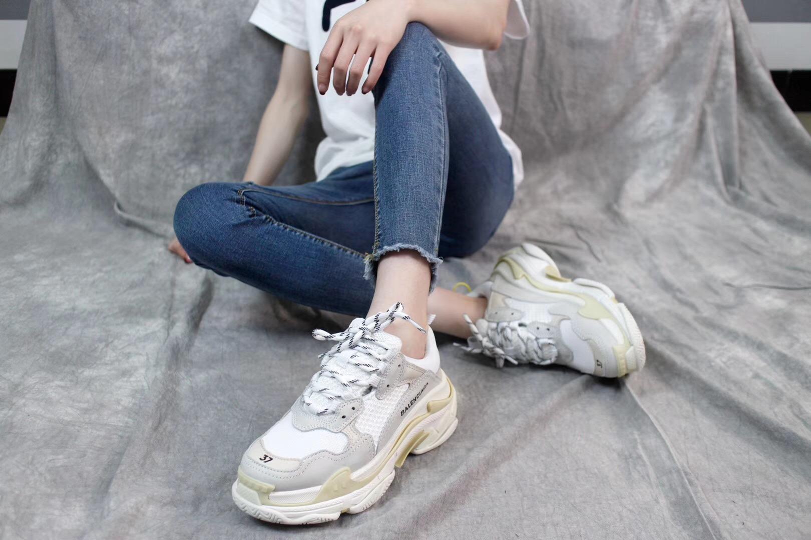 Giày Balenciaga Triple S màu ghi xám