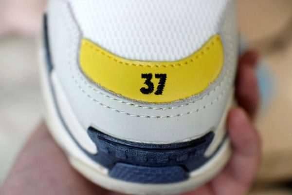 Giày Balenciaga Triple S màu vàng ghi