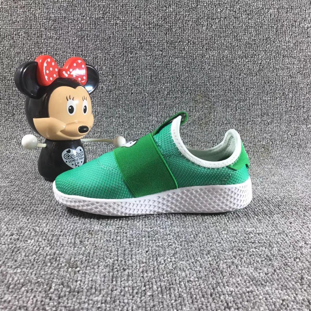 Giày trẻ em adidas xanh lá cây
