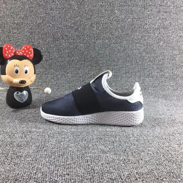 Giày trẻ em adidas màu đen