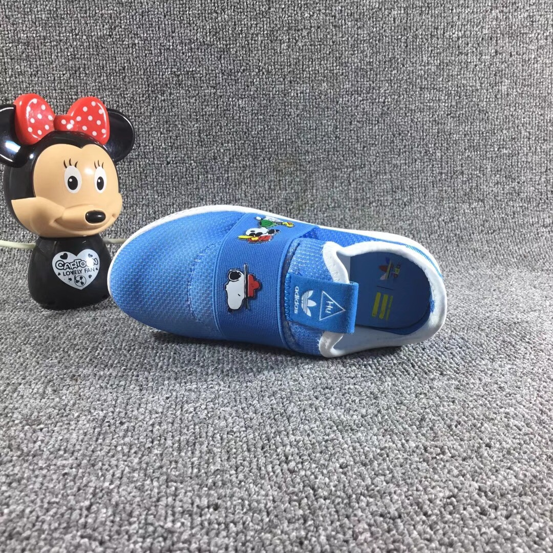 Giày trẻ em adidas màu xanh nước biển