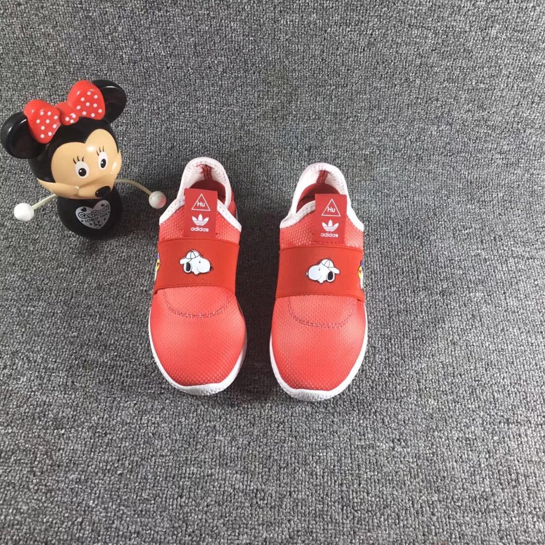 Giày trẻ em adidas màu đỏ