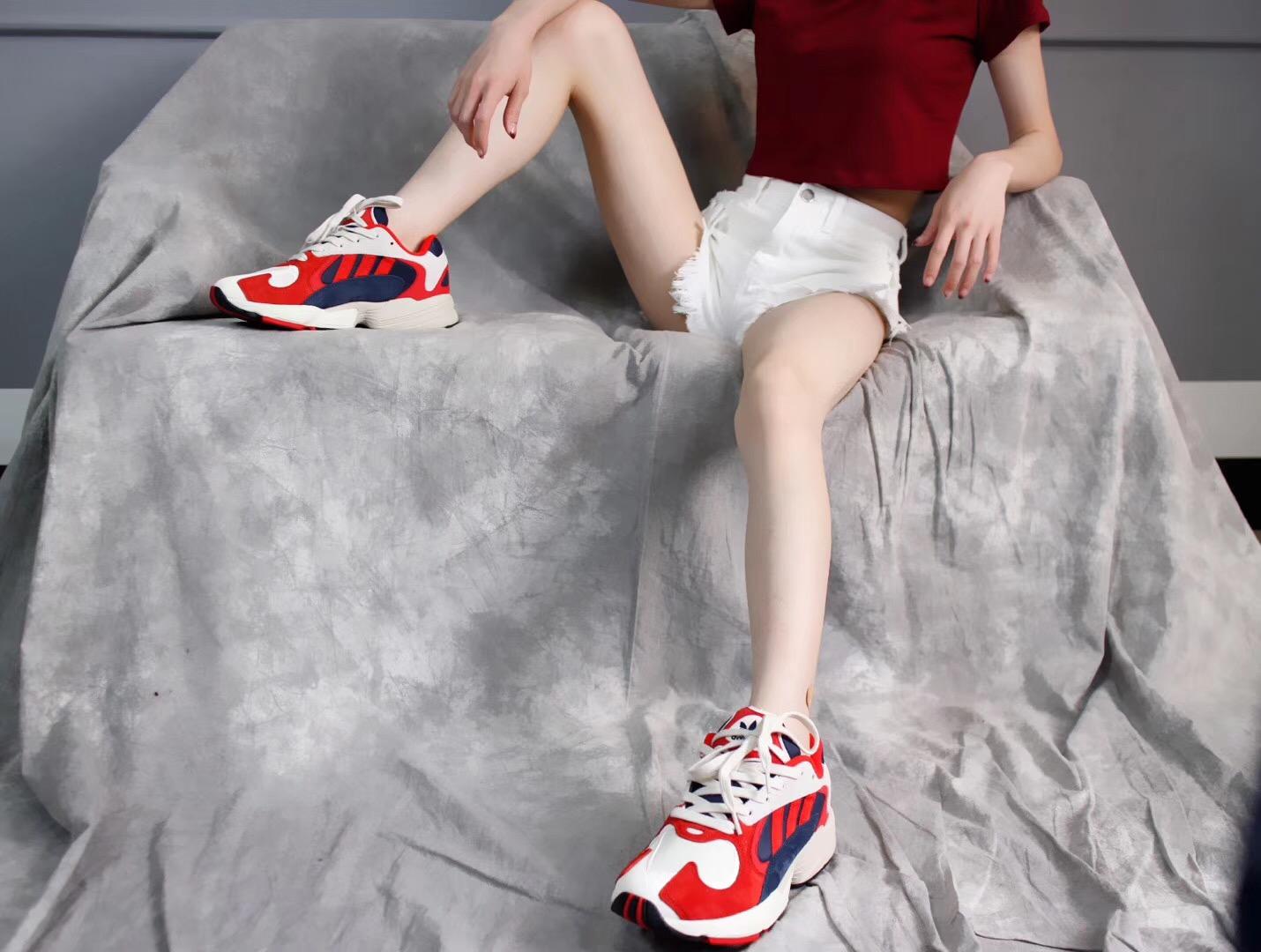 Giày Adidas Originals Yung màu đỏ
