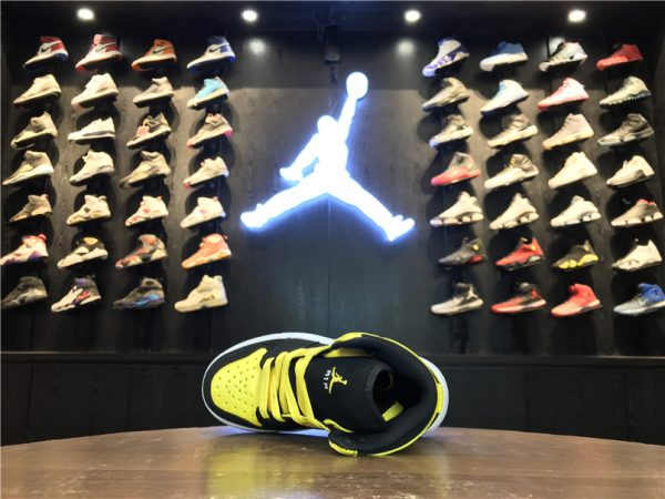 Giày Nike Jordan 1 Retro màu vàng đen