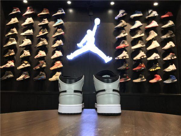 Giày Nike Jordan 1 Retro màu đen trắng