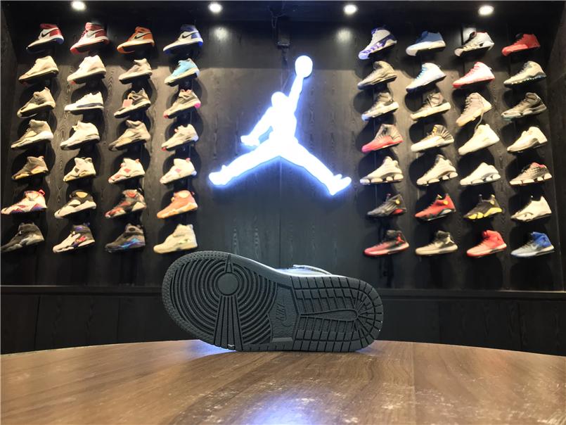 Giày Nike Jordan 1 Retro màu đen ghi