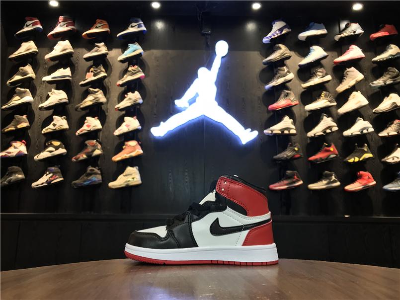 Giày Nike Jordan 1 Retro 3 màu đỏ đen trắng