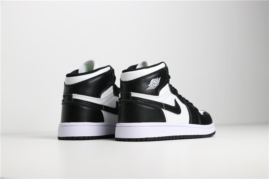 Giày Nike Jordan 1 Retro màu trắng đen