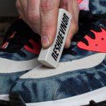 #1.Dùng gôm tẩy sạch giày sneaker da trắng bị bẩn