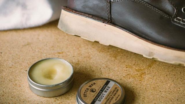 #4. Sáp chống thấm nước cho giày sneaker da