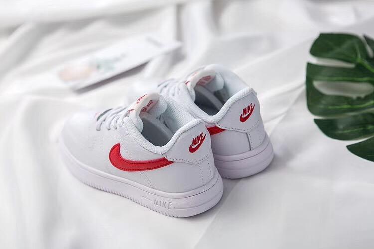 Giày thể thao trẻ em nike air force 1 màu trắng