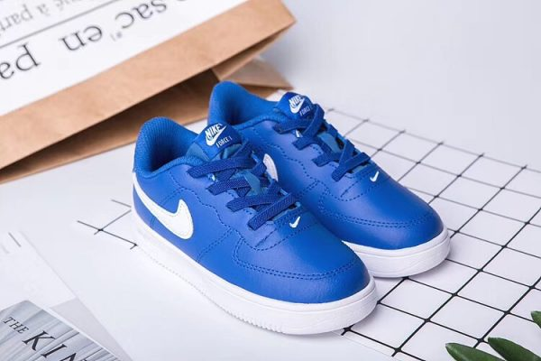 Giày thể thao trẻ em nike air force 1 màu xanh