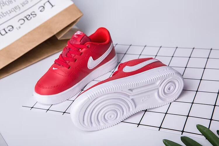 Giày thể thao trẻ em nike air force 1 màu đỏ