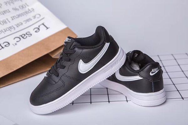 Giày thể thao trẻ em nike air force 1 màu đen