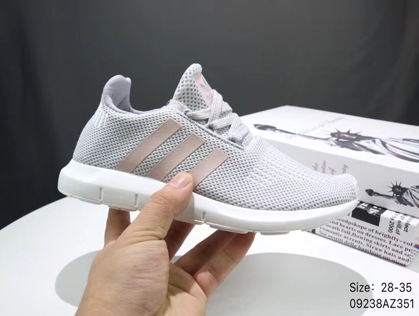 Giày thể thao trẻ em Adidas Run wift ghi