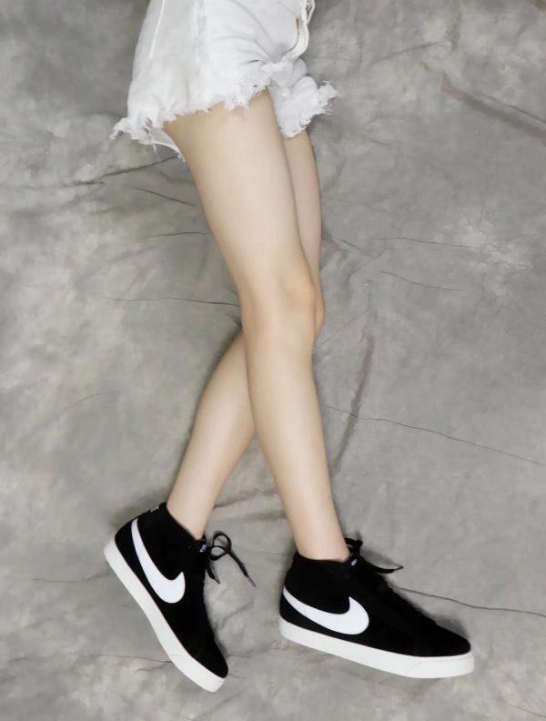 Giày nike nữ SB màu đen logo trắng