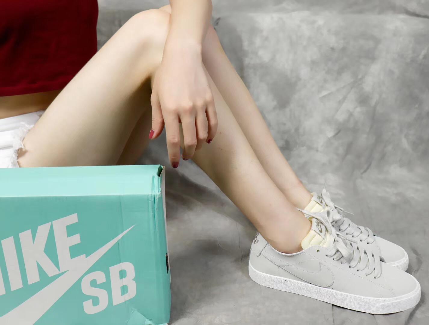 Giày nike nữ SB màu ghi lông chuột