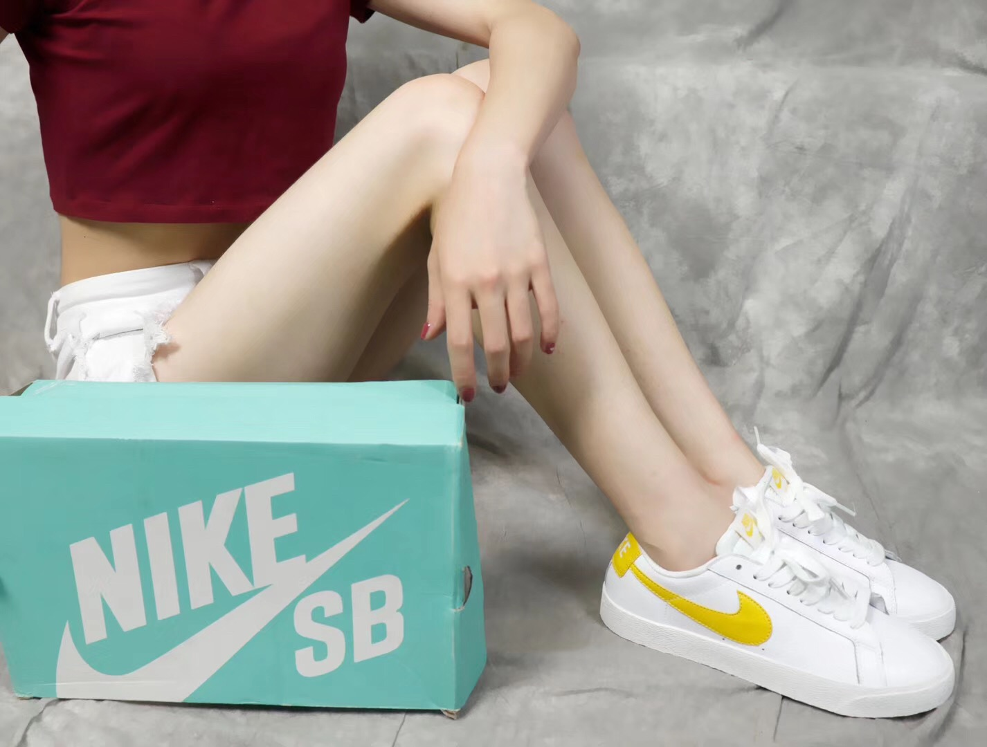 Giày nike nữ sb màu vàng