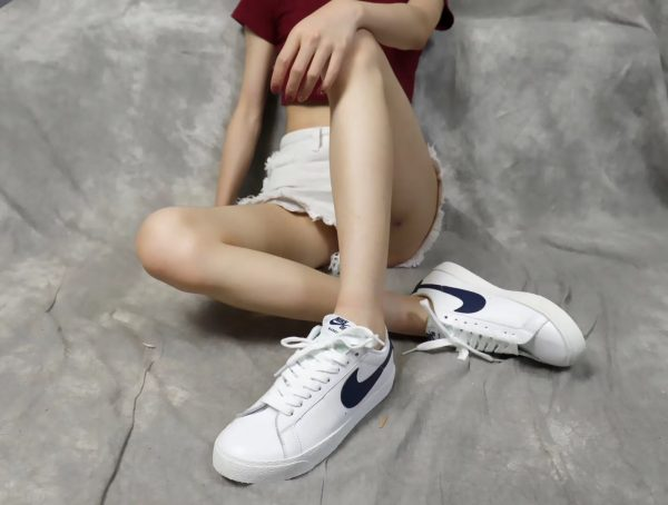 Giày nike nữ SB màu trắng xanh navy