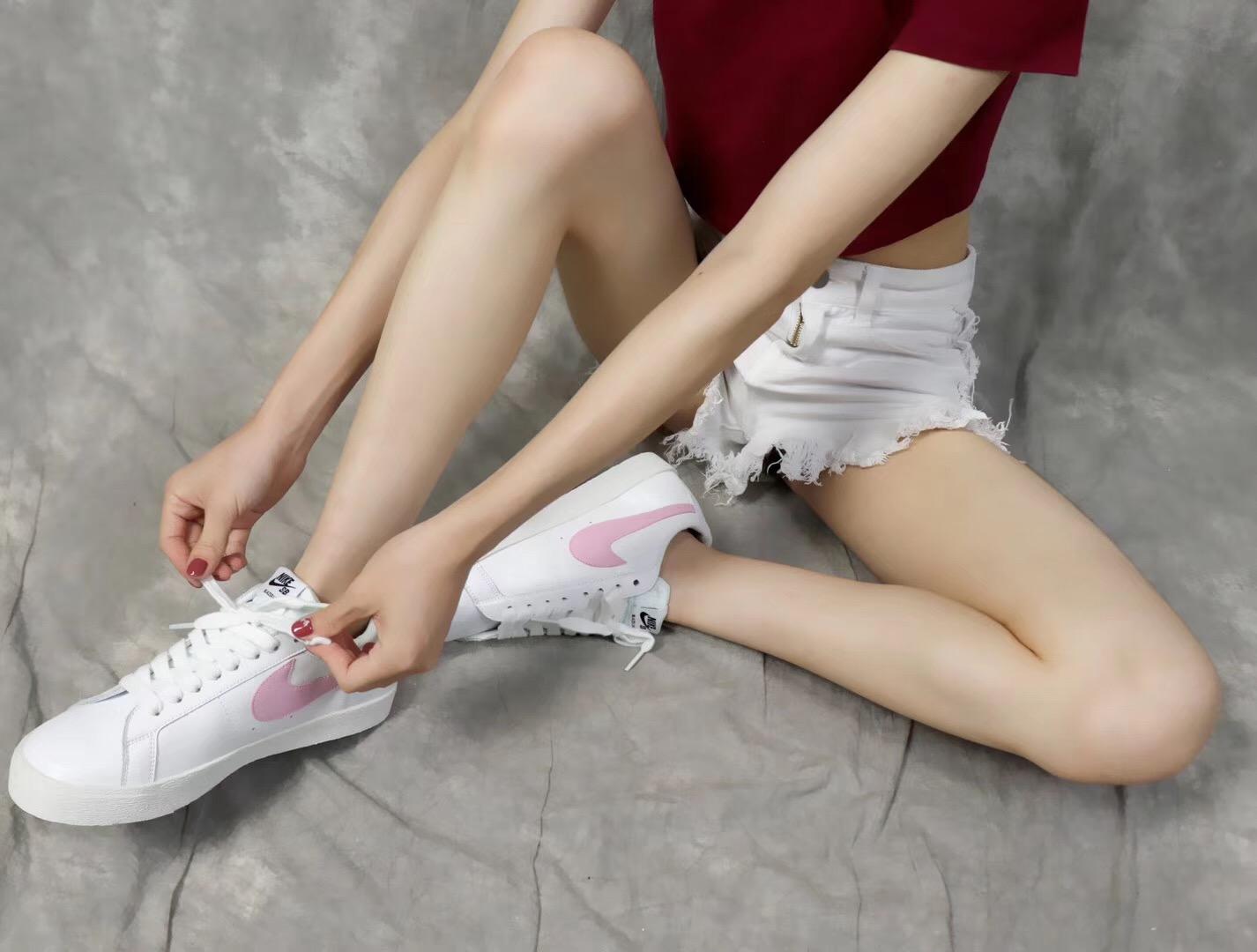 Giày nike nữ SB màu trắng hồng
