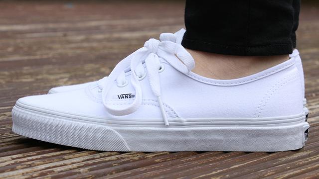 Giày Vans Authentic trắng