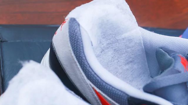 Hộp giày hút ẩm