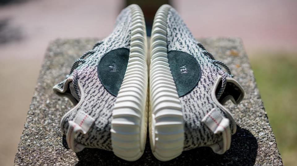 Giày adidas Yeezy Boost 350