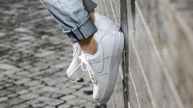 Giày sneaker nữ trắng Nike Air Force 1