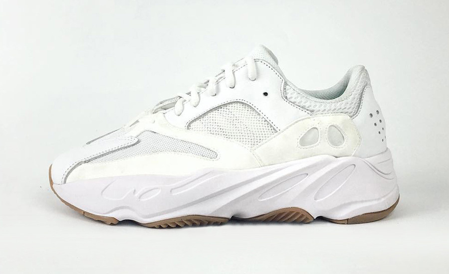 Yeezy 700 Wave Runners trắng