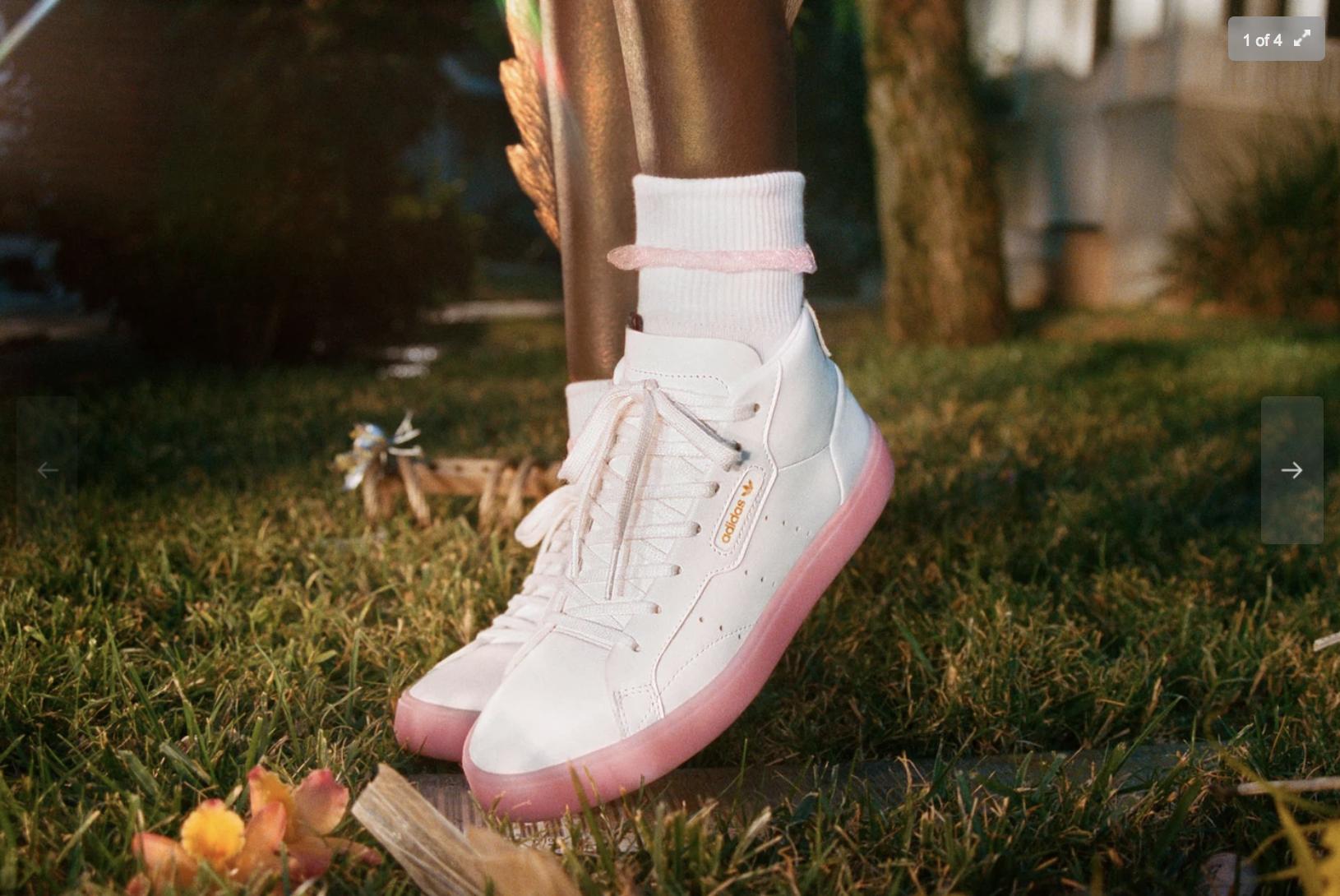 adidas Sleek đôi giày danh cho quý cô thích đơn giản nhưng vẫn nổi bật