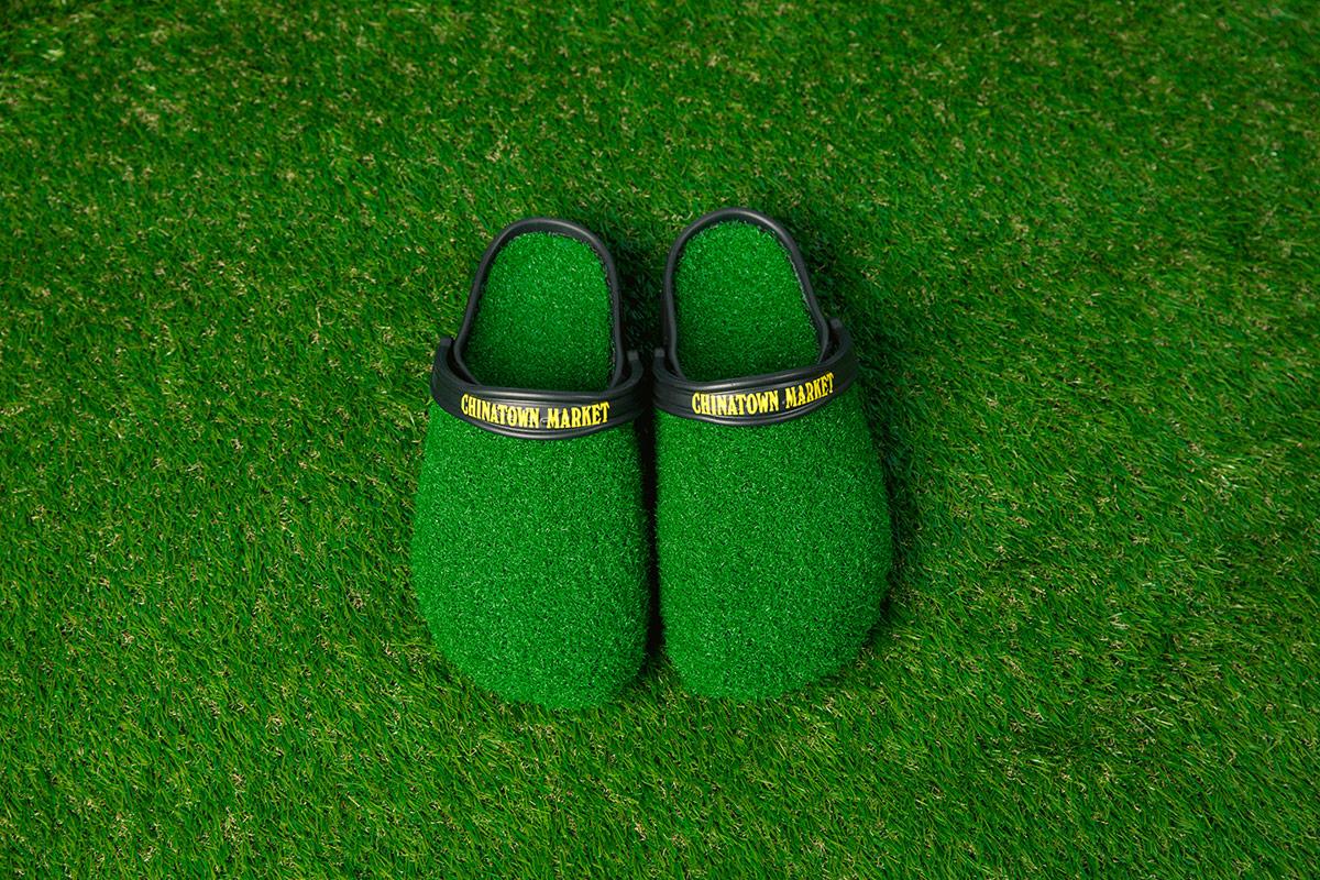 Chinatown Market x Crocs khác lạ với cảm hứng từ thảm cỏ
