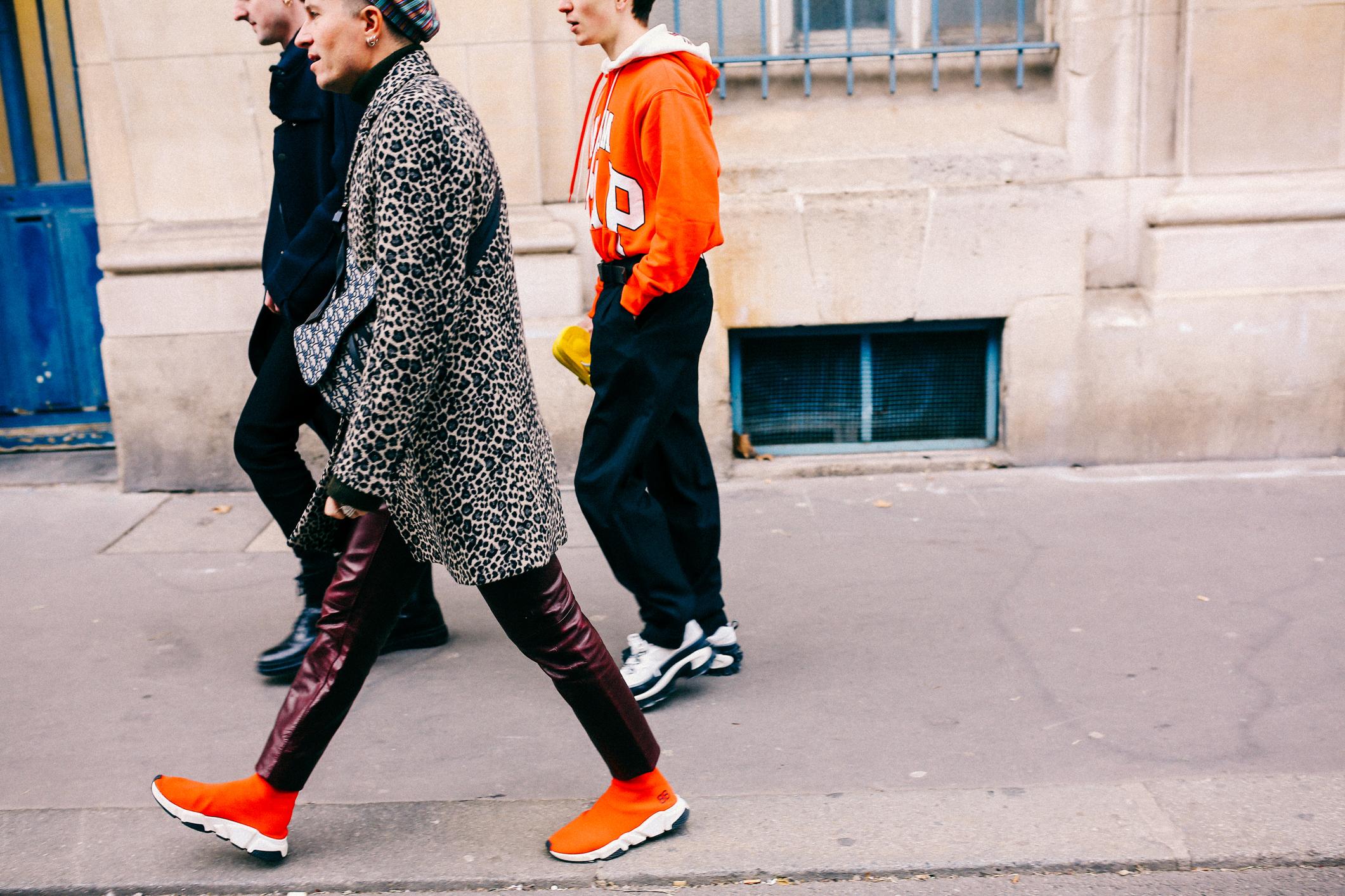 Soi giày fashionista tại Paris Fashion Week FW19 ngày 1