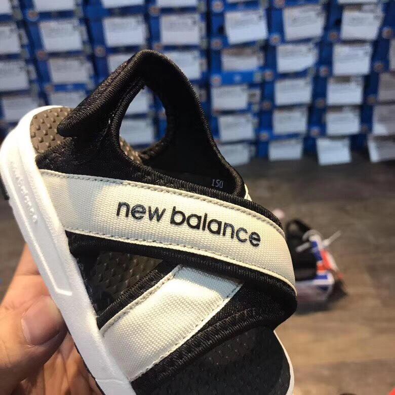 Sandal new balance trẻ em màu trắng SD004