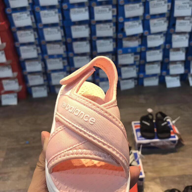 Sandal trẻ em màu hồng SD001
