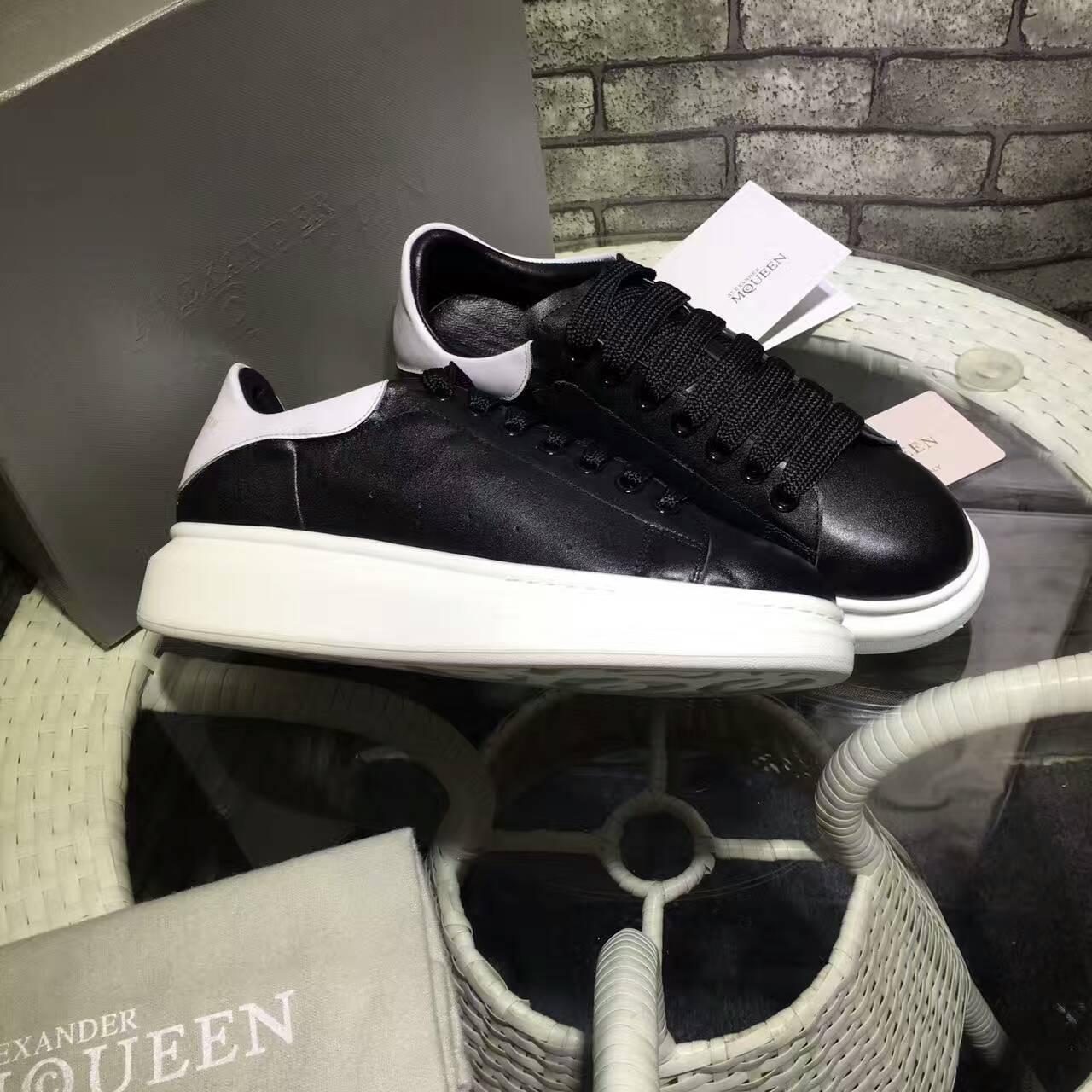 giày mcqueen màu đen gót trắng