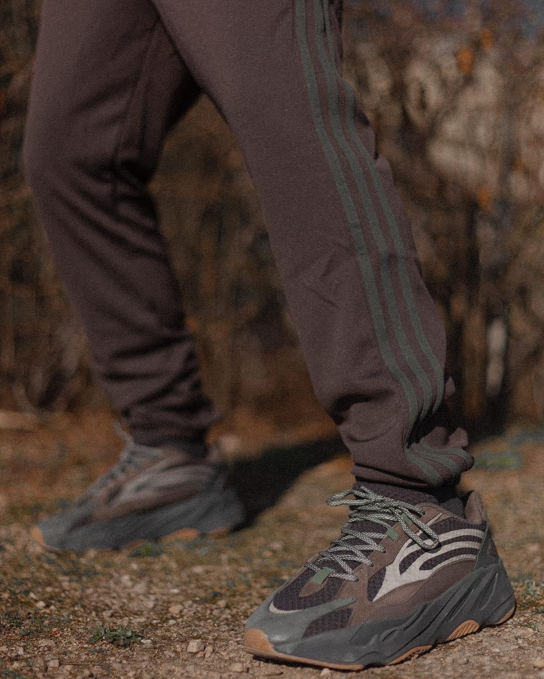"""Xuất hiện hình ảnh on-feet của adidas YEEZY BOOST 700 V2 """"Geode"""""""