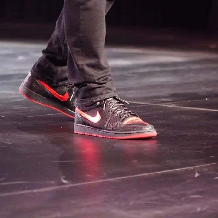 Cộng đồng lùng sục đôi sneakers Air Jordan 1 mà Elon Musk mang khi ra mắt Tesla