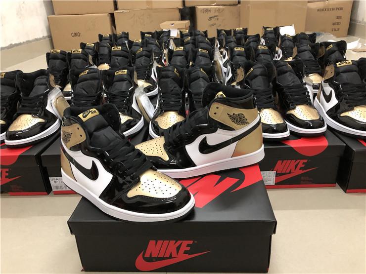 Giày nike air jordan 1 màu da pha đen trắng