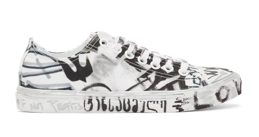Vetements truyền tải thông điệp chống chiến tranh qua thiết kế Graffiti Sneakers