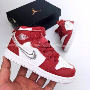 Giày trẻ em Air Jordan 1 Mid màu đỏ logo bạc