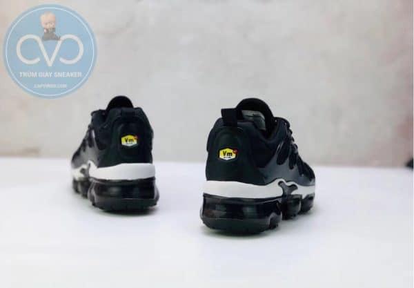 Giày trẻ em Nike Air Vapormax Plus màu đen