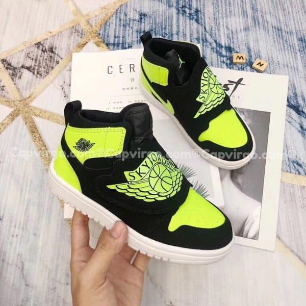 Giày trẻ em Sky Jordan 1 màu dạ quang xanh lá