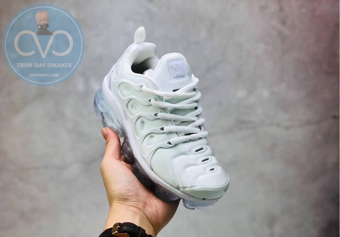 Giày trẻ em Nike Air Vapormax Plus màu trắng