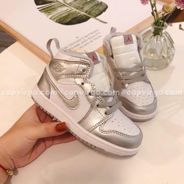 Giày trẻ em Air Jordan 1 Mid màu trắng bạc