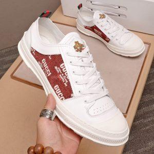 Giày gucci trắng lưng màu mận logo ong vàng
