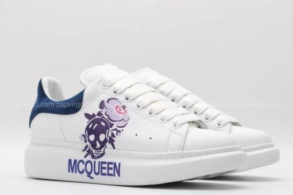 Giày McQueen trắng gót xanh họa tiết đầu lâu hàng siêu cấp