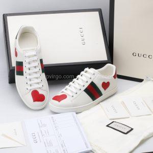 Giày gucci màu trắng họa tiết hình trái tim