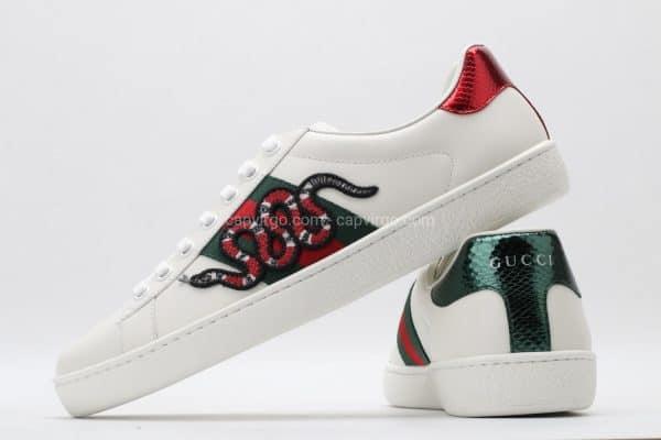 Giày gucci rắng màu trắng họa tiết rắn xanh đỏ