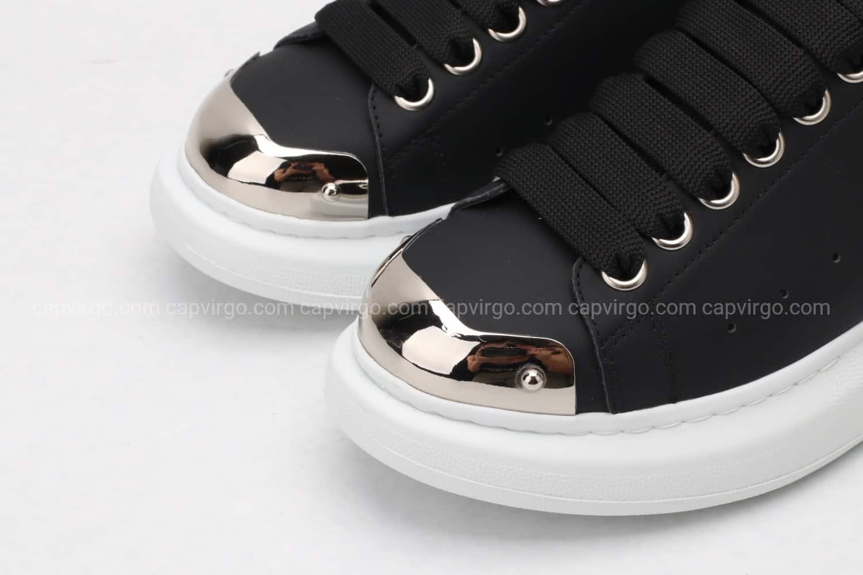 Giày McQueen rep 1:1 màu đen đế trắng mũi kim loại
